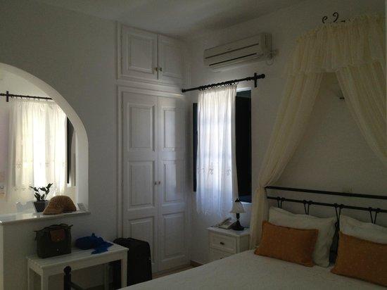 Anthonas Apartments: bedroom