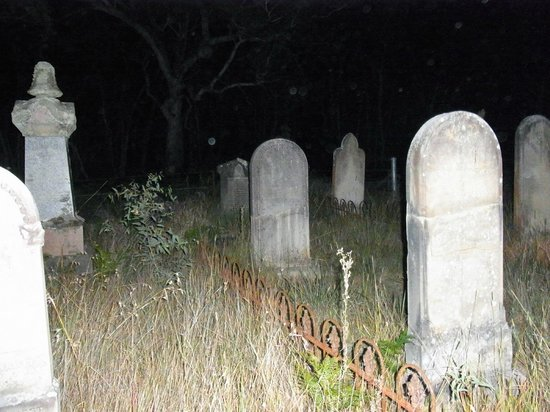 Blue Mountains Mystery Tours: 10:30pm in the Cemetery