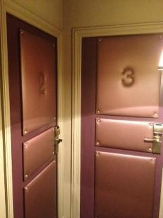Hotel Odeon Saint Germain: Padded Doors