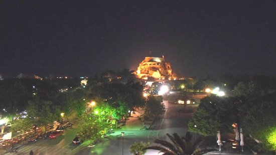Arcadion Hotel: Night view fortress