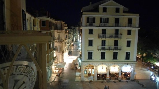 Arcadion Hotel: Night view old town
