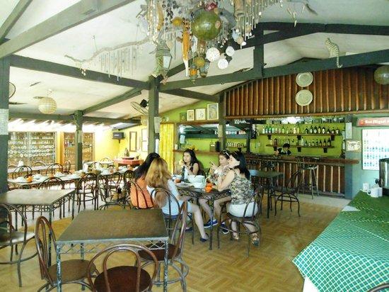 Coron Village Lodge: The restaurant.