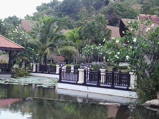 Rawi Warin Resort & Spa: บริเวณรอบๆโรงแรม