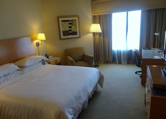 Sheraton Buenos Aires Hotel & Convention Center: Room