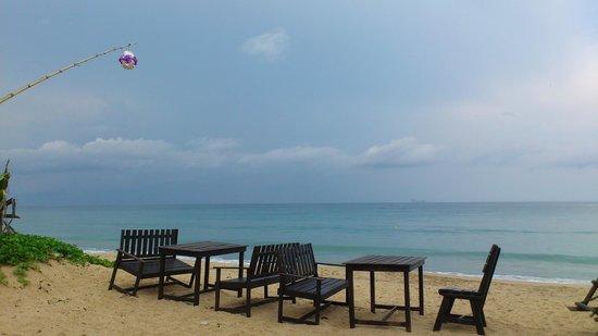 Lanta Nice Beach Resort: dining area