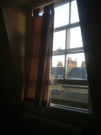 Redcar Hotel: Rubbish curtain