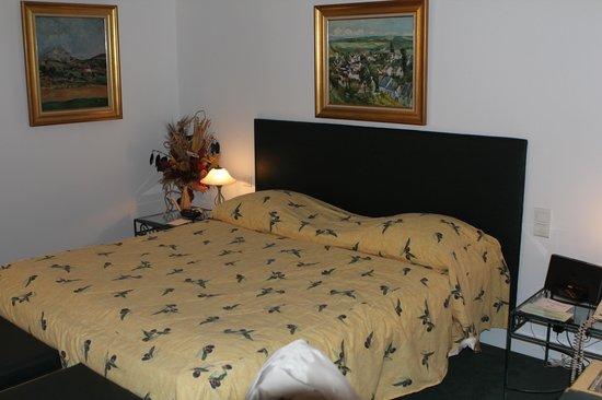 HOSTELLERIE DU NORD: chambre Cézanne