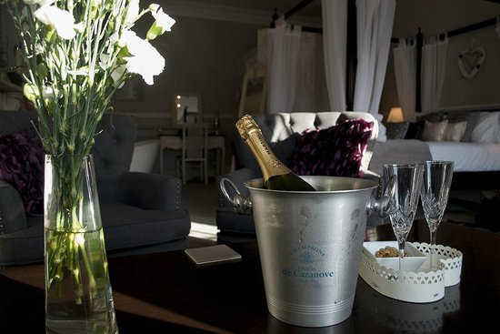 The Castle House: Champagne in The Richmond Suite