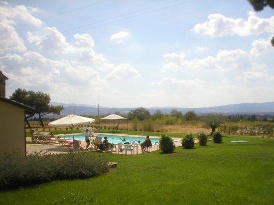 Residenza San Bartolomeo : Piscina e panorama