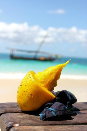 Red Monkey Beach Lodge: mango on the beach