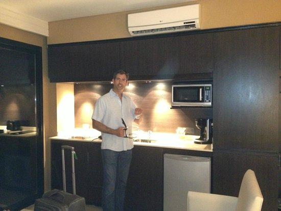 Palermo Tower by P Hotels: kitchenette w electric range, fridge, microwave. pots & pans are provided