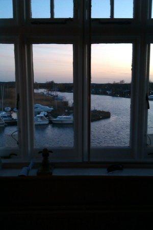 Innkeeper's Lodge Norfolk Broads - Swan Inn : view from bedroom
