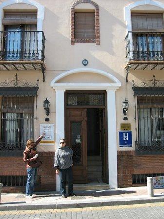 Easy Nerja Hostel : The hostel outside
