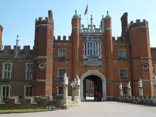 East Molesey, UK: Hampton Court Entrance