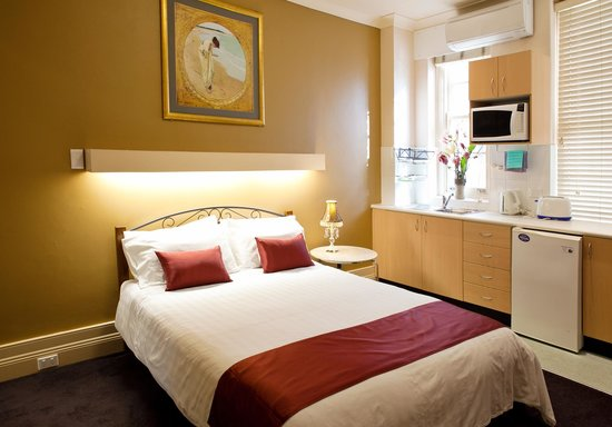 Sydney City Lodge : Large king size studio room with ensuite