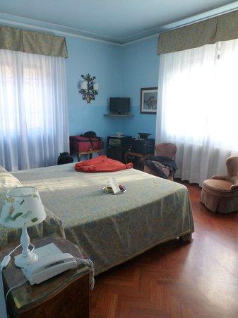 Hotel David: Room 25