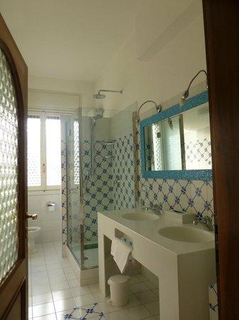 Hotel David: Bathroom for Room 25