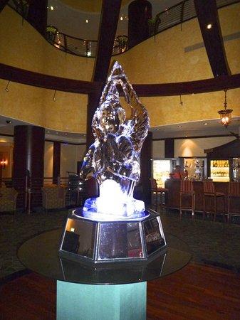 Benjarong: una scultura di ghiaccio all'interno