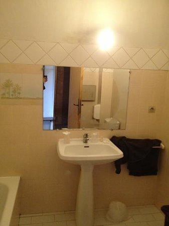 Hotel Restaurant Le Patio Del Sol : salle de bain