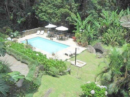 Bromelia Sabia Pousada: Vista da piscina de uma das suítes