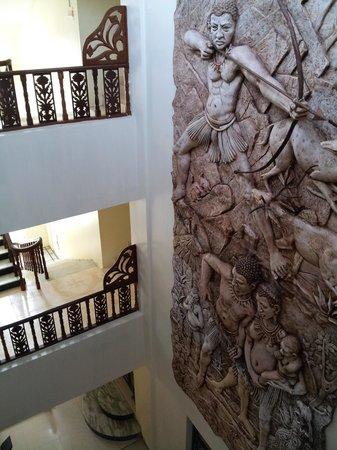 Hotel Diviyum Manor: Floors