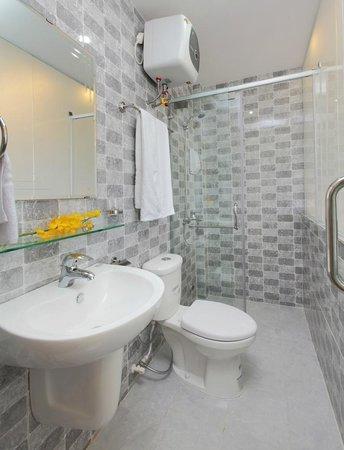 Blue River Hotel: Bath room
