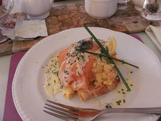 Gowanlea Guest House: Smoked Salmon and Poached Eggs - Gorgeous!