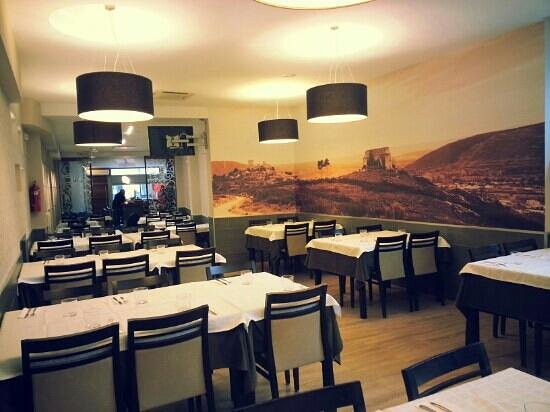 Comedor del restaurante... - Picture of Hostal-Restaurante Lugano ...