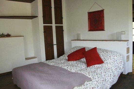 Azienda Agricola & Agriturismo Pachamama presso podere Tepolino: Spaziosa stanza da letto al piano superiore