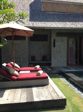 Space at Bali: Loungers