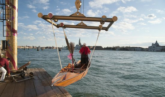 Reale Societa Canottieri Bucintoro: Voga alla Veneta - messa in acqua