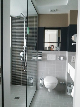Pearl Hotel: バスルーム