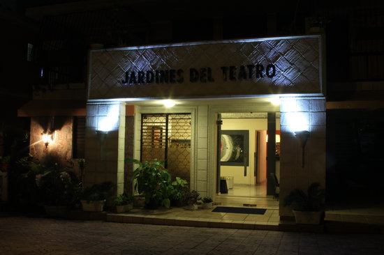 Jardines del Teatro Aparta Hotel