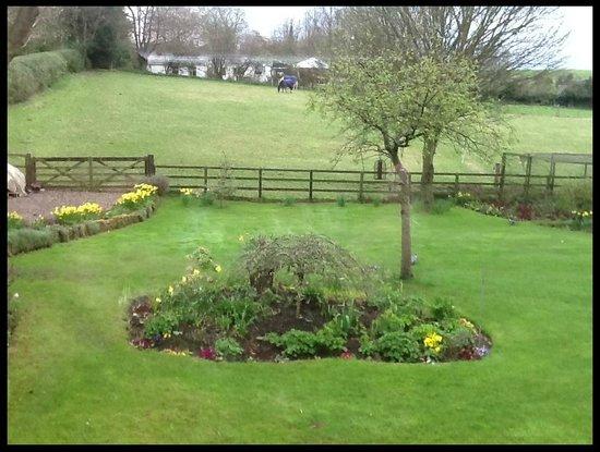 Dunesk Lodge: Lovely gardens