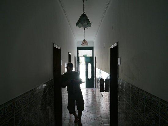 Hostel 33: Very cool tiled hallway!