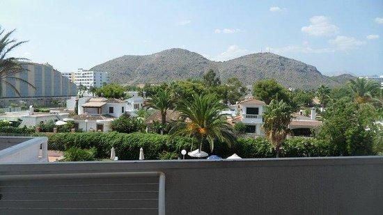 Hotel Aluasoul Alcudia Bay: view from bedroom window