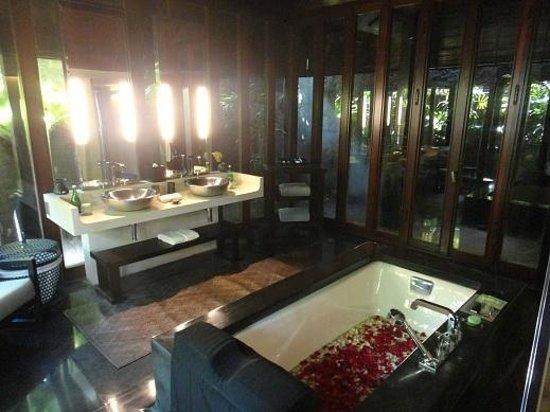 Bulgari Resort Bali: バスルーム