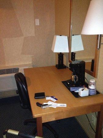 Best Western Plus Country Meadows Inn: Desk