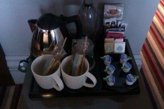 Village Hotel Leeds South: Starbucks in room