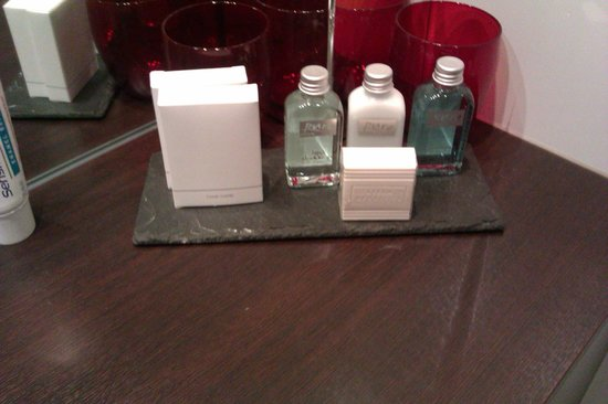 Village Hotel Leeds South: Complimentary toiletries