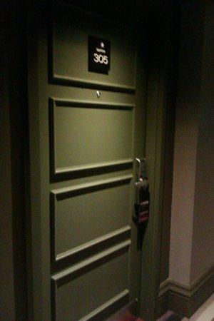 Village Hotel Leeds South : THE DOOR