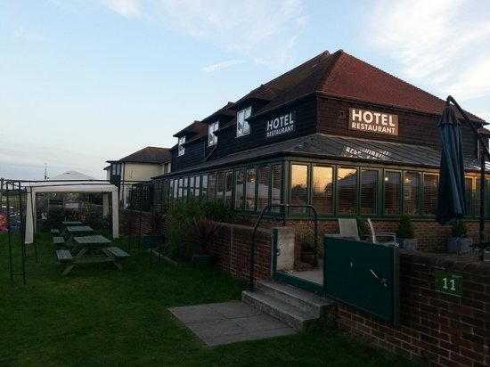 River Haven Hotel: The hotel from the riverside