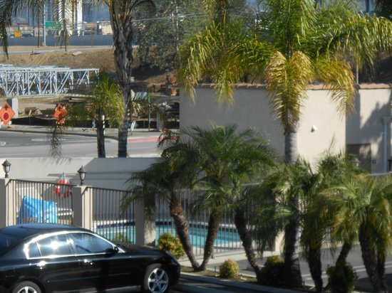 Burbank Inn & Suites: a view of area