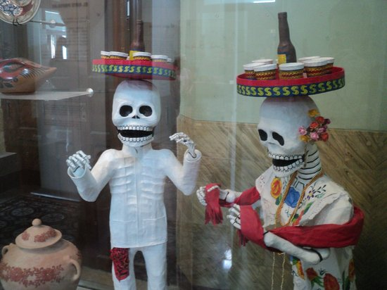 Museo de Arte Popular : Papier-mache skeletons