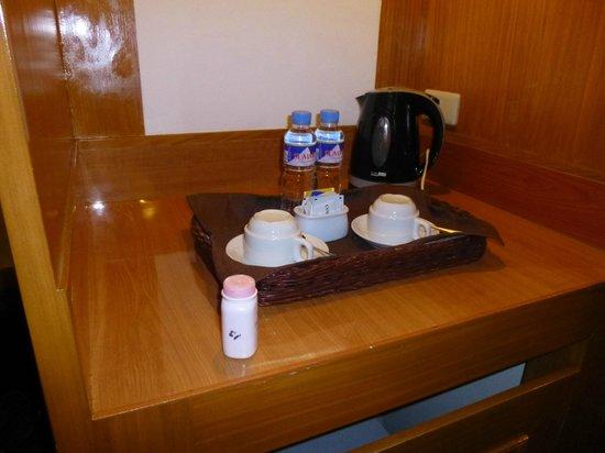 Berjaya Makati Hotel - Philippines: room