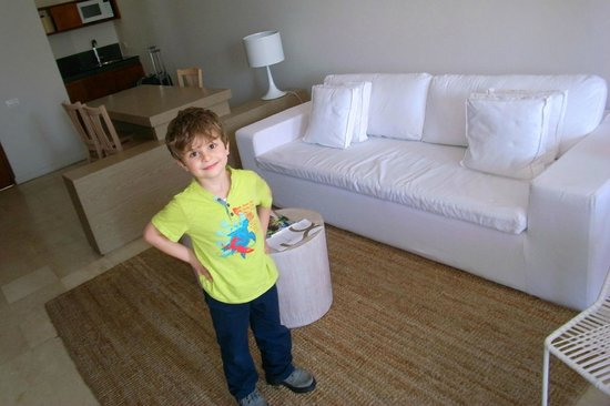 Bovedas de Santa Clara Hotel Boutique: My sone loved the sofa, that became his double bed at nights.
