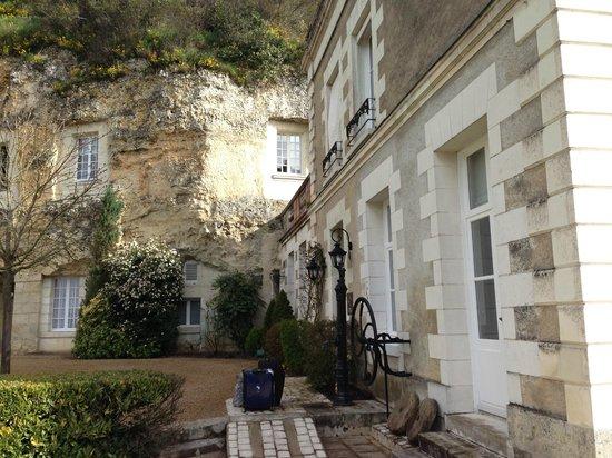 Les Hautes Roches: Partie troglodyte+partie plus contemporaine/троглодитская часть+ более современная часть