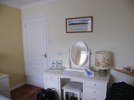 Achabhealaidh, Machrie B&B: Dressing Table in Double Bedroom