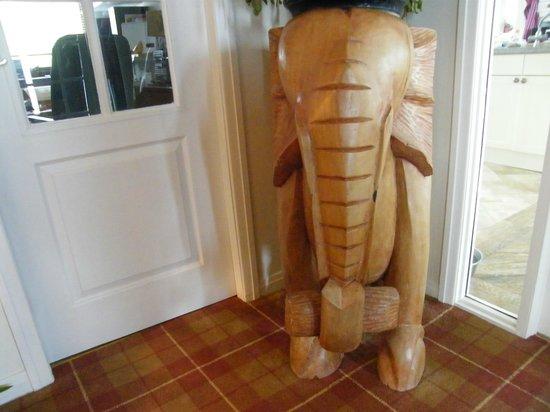 Achabhealaidh, Machrie B&B : Elephant in hallway