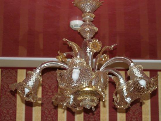 lampadario tipico veneziano - Picture of Alcyone Hotel, Venice ...